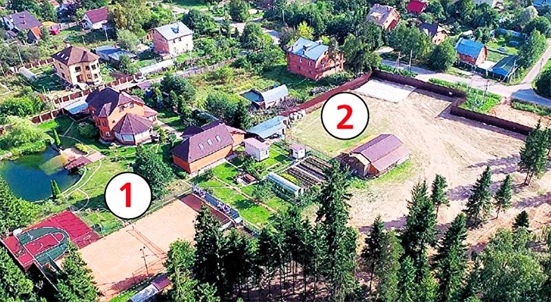 Под № 1 расположен родительский дом с двумя спортивными площадками, на участке под № 2 строится особняк Александра Овечкина