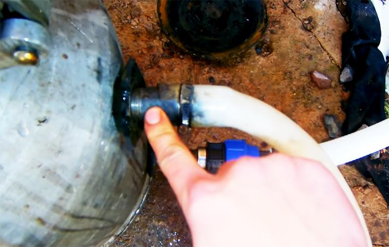 Верхний сгон для подачи воды насосом из скважины