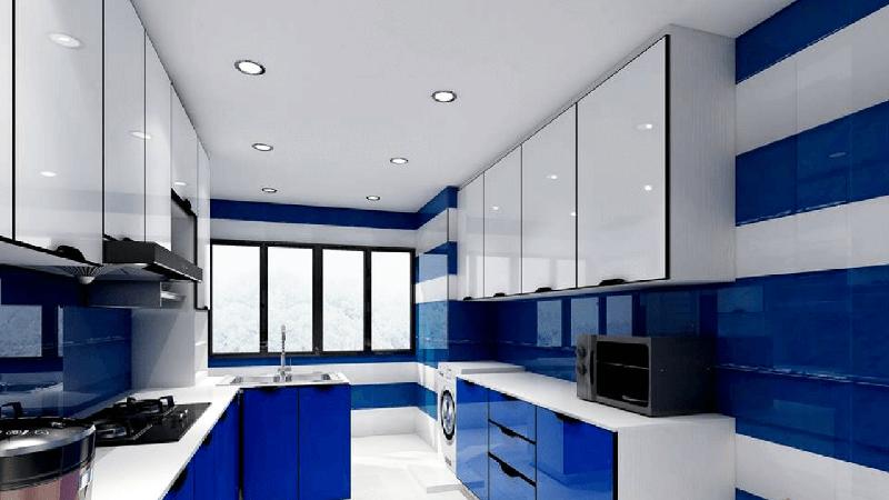 Глянцевые кухонные шкафы выбирайте с осторожностью, чтобы они не выглядели дешёвыми. Отдавайте предпочтение шкафам со скрытой фурнитурой, хорошо обработанными краями и красивым благородным оттенком синего