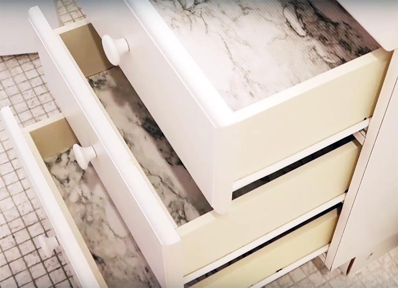 Обновлённые таким образом ящики будут выглядеть совсем по-иному. Вы снова можете использовать их по назначению, не прибегая к полной замене мебели
