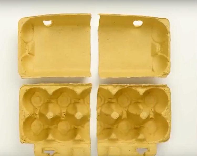 Вам поможет обычная упаковка от яиц из папье-маше. Разрежьте её на 4 части под каждую ножку