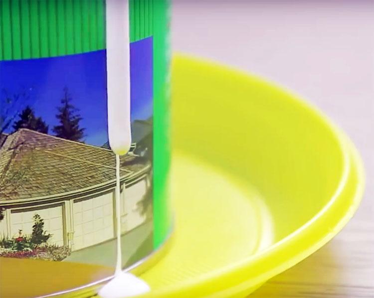 Смело пользуйтесь краской и при необходимости положите кисть на края тарелки. Больше никаких лишних капель