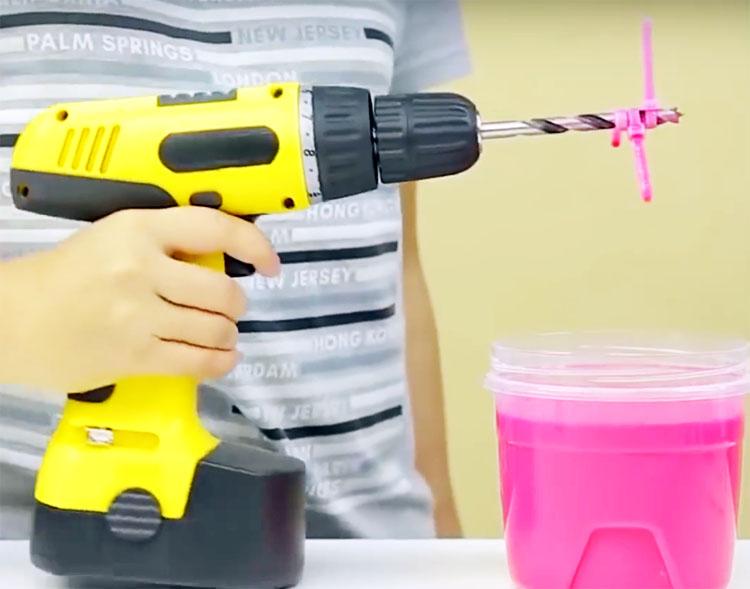 Теперь просто пользуйтесь: размешать краску можно легко и быстро
