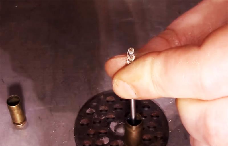 Выбить капсюли из гильзы очень просто
