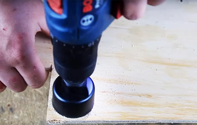 Шайбы вырезают из фанеры небольшой толщины или такого же ДВП