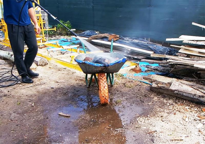 Речные камни следует тщательно промыть водой под давлением