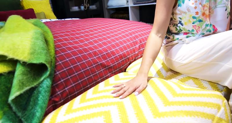 Подарок ко Дню Валентина ─ стильный декор кровати за 3 минуты