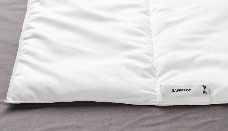 Одеяло можно стирать даже в очень горячей воде ─ при температуре 60 °C, а известно, что при этой температуре погибают пылевые клещи