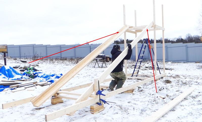 Доски соединяются уголком и крепятся снизу и на верхней перемычке площадки