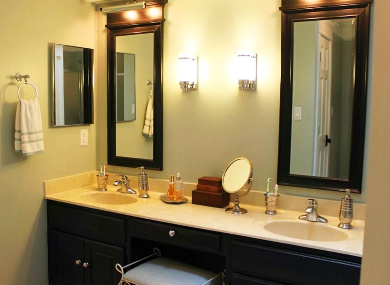 Две раковины в ванной делают интерьер более дорогим и стильным на вид