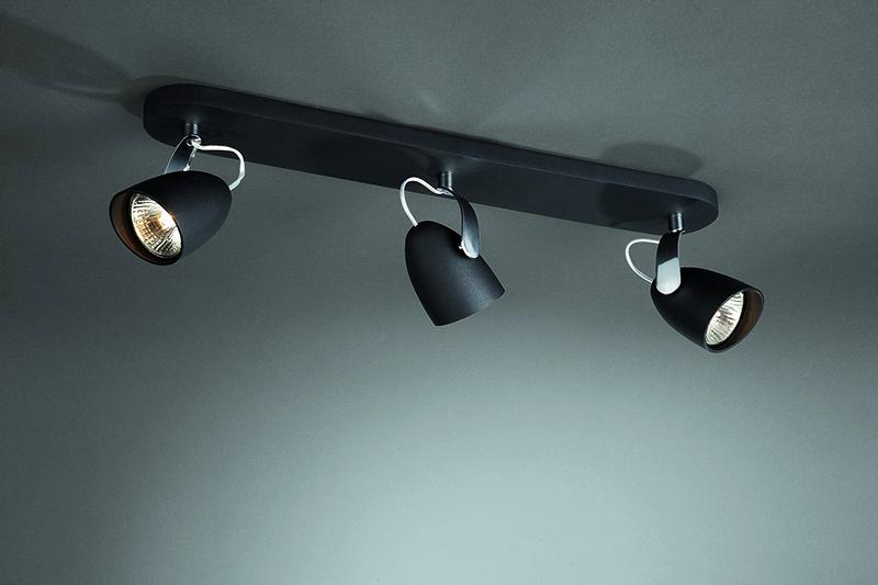 Повесьте одну балку с тремя лампами, направленными в разные стороны