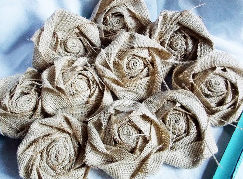 Отдельные заготовки в виде цветков можно использовать для декорирования панно, цветочного горшка или вазы