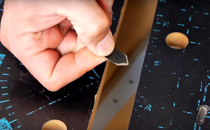 Для ножа по гипсокартону пилку нужно обрезать под углом в 90° и заточить оба края с двух сторон