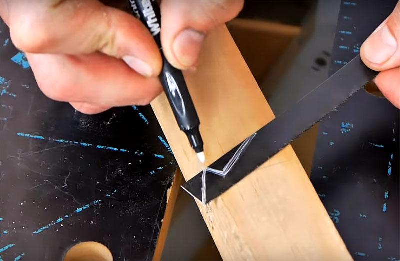 Для этого следует обрезать пилку той же болгаркой вот по такому шаблону, как на фото. Угол головки должен быть примерно 45°