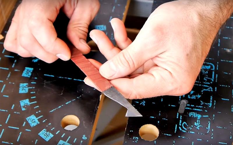 После обрезки головку нужно заточить с двух сторон и обмотать ручку термоусадкой или, как в этом случае, изолентой