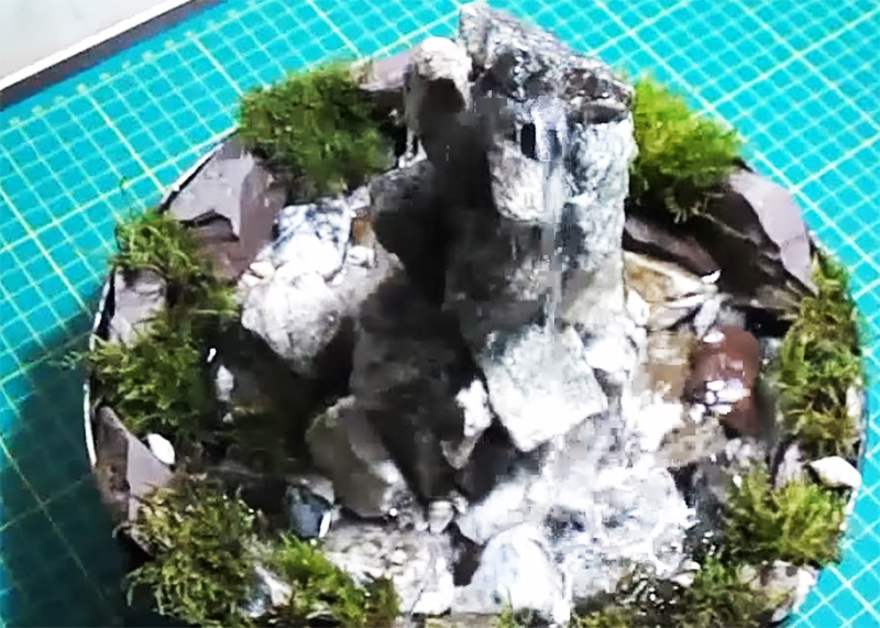 Домашний настольный водопад готов и работает без нареканий