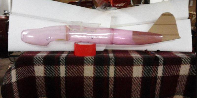 Фюзеляж авиамодели из бутылок в процессе изготовления