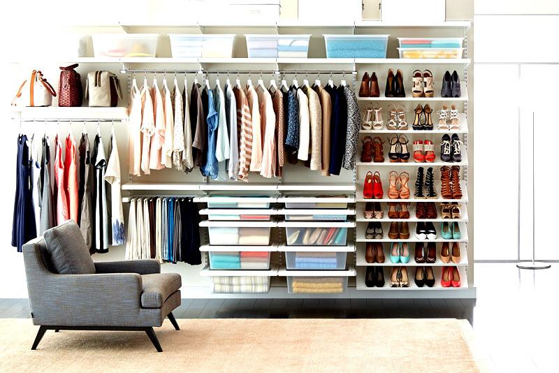 Не забывайте поддерживать порядок после того, как организуете хранение. Потребуется время, чтобы привыкнуть, но когда вы станете автоматически складывать носки и майки в коробку, комната будет намного чище и аккуратнее