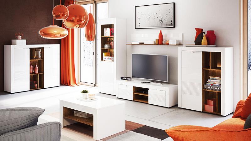 Прозрачные комоды и столы часто приходится делать на заказ, потому что найти подходящую модель в магазине крайне сложно. Однако выбор мебели белого цвета велик в любом гипермаркете «Всё для дома». Подберите основной комплект: стол, комод и полку для телевизора в одном цвете, чтобы визуально расширить пространство