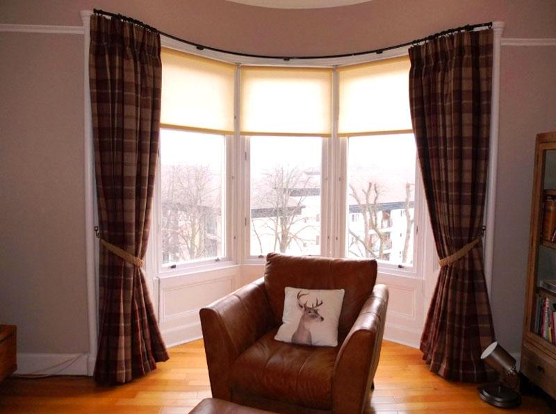 Интересным может быть оформление штор в эркере. Здесь вы можете отгородить собственное пространство от остальной части комнаты