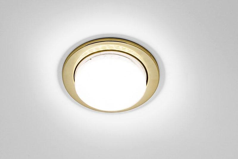 Когда мастера будут устанавливать в вашем доме натяжной потолок, уточните, какой тип лампы выбран, и в дальнейшем приобретайте только подходящие изделия, чтобы не испортить саму лампу и потолок