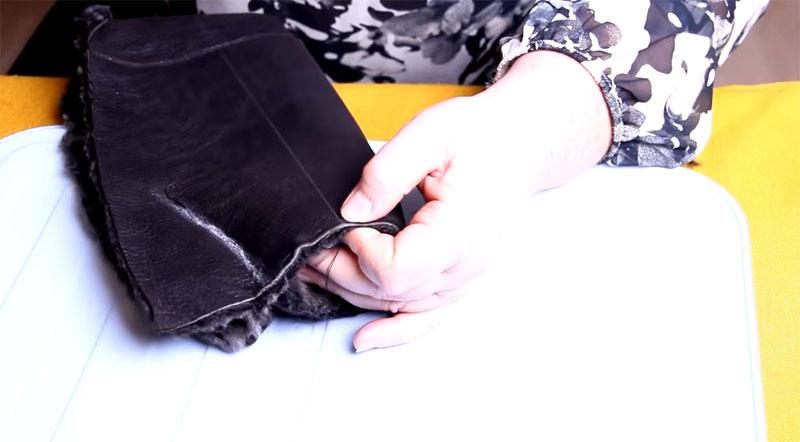 Край носочка прошивается по кругу капроновой ниткой