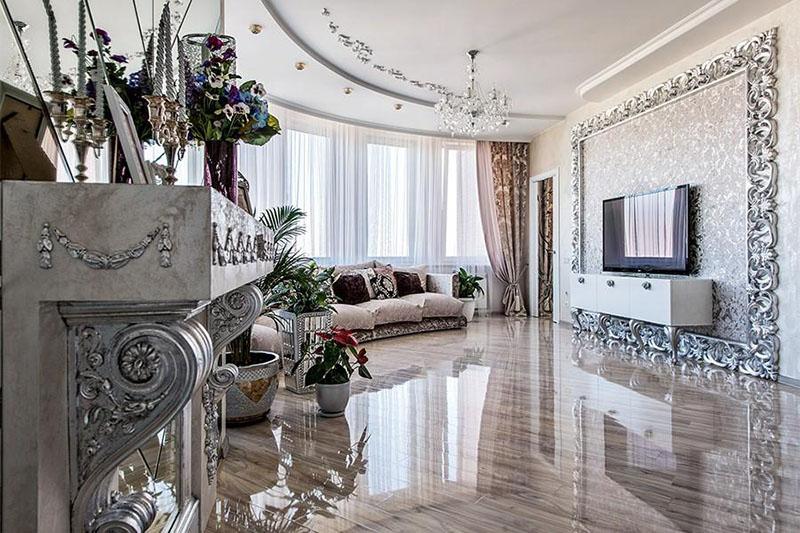 Уют комнате придают живые цветы в роскошных керамических кашпо, декорированных зеркальными вставками