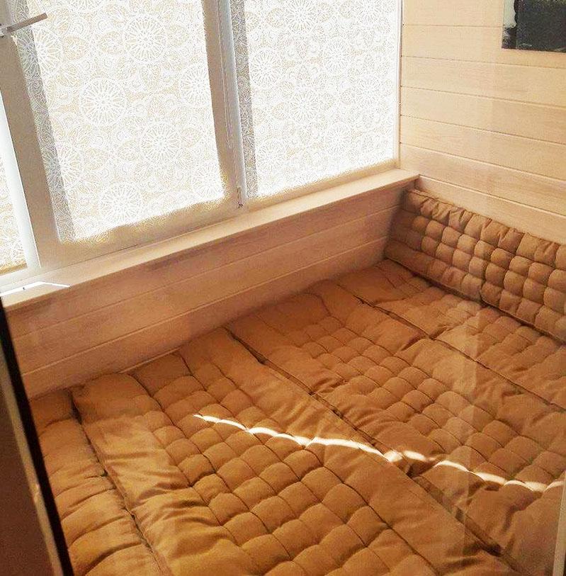 #Лучшедома Шикарный мягкий уголок на балконе со спальным местом от рукастого мастера