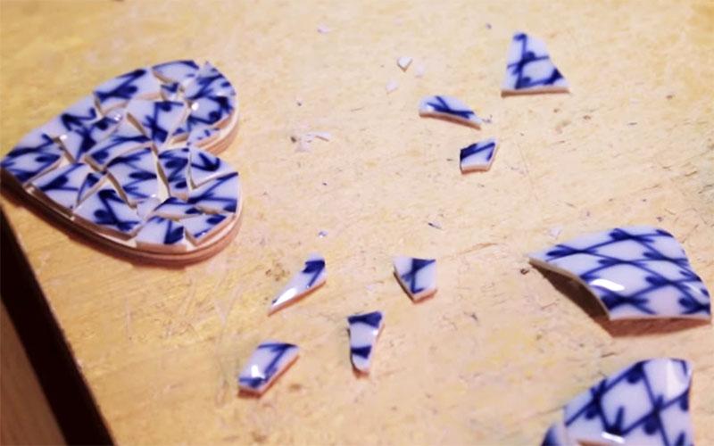 Готовую мозаику следует оставить сушиться на сутки