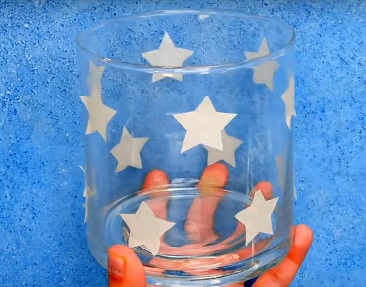 Наклейте их на стеклянную тару. Если есть желание – можно вырезать из скотча кружевной узор или какие-то замысловатые сюжеты