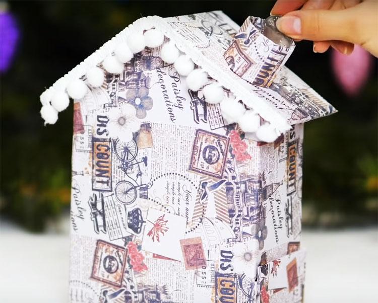 Такую декоративную конструкцию вы можете поставить в комнате или в прихожей. Монетки будут попадать в хранилище через трубу, при необходимости, вы сможете легко выдвинуть ящичек и достать нужную вам мелочь