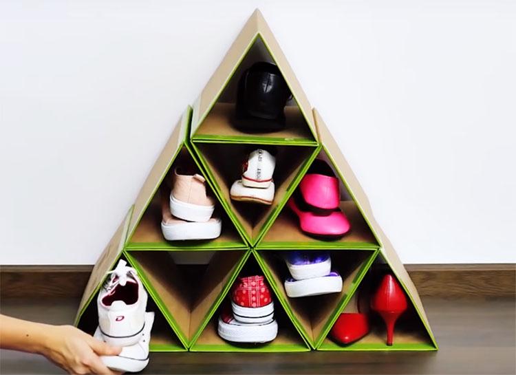 В такой обувнице можно хранить обувь без голенищ: тапочки, туфли, ботинки или кроссовки