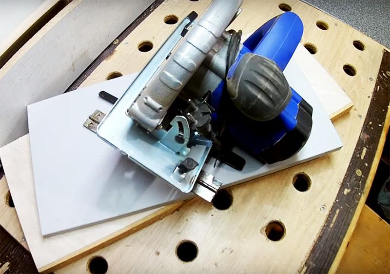 Удобная стойка для работы дисковой пилой