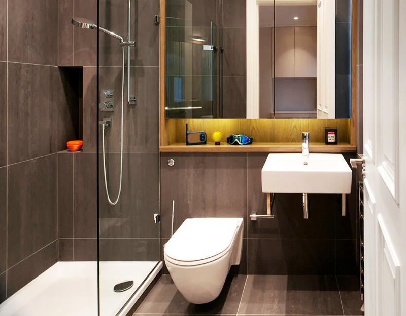 Стандартно в качестве створок используется обычное закалённое стекло, что дополнительно освобождает пространство, делая ванную комнату максимально свободной