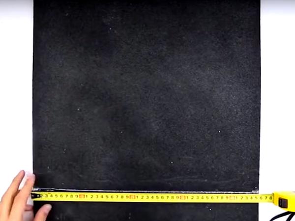 Приготовьте основание – это может быть резиновый коврик или очень плотная ткань