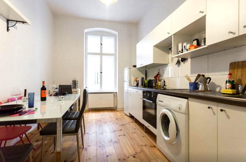 Кухня оснащена самой необходимой бытовой техникой