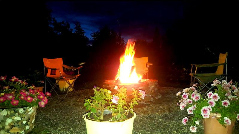 А уж о красоте огня в тёмное время суток можно даже не говорить