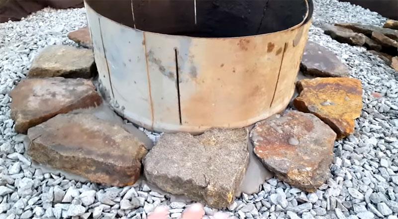 Когда камни подогнаны, их можно класть на раствор