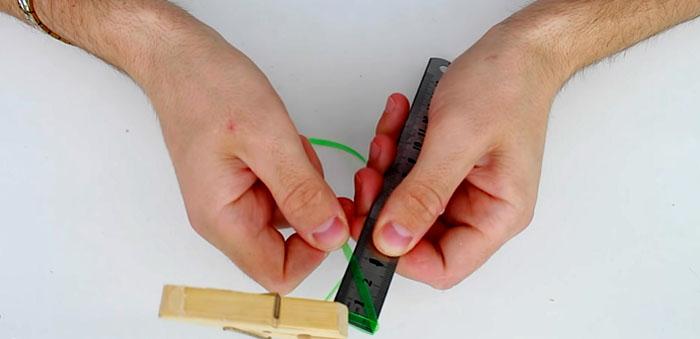 Следите за тем, чтобы лента ложилась строго наискосок