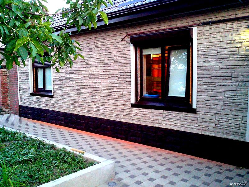 Главное преимущество керамосайдинга в том, что выполняется сплошная облицовка, и на здании не остаётся некрасивых швов и стыков