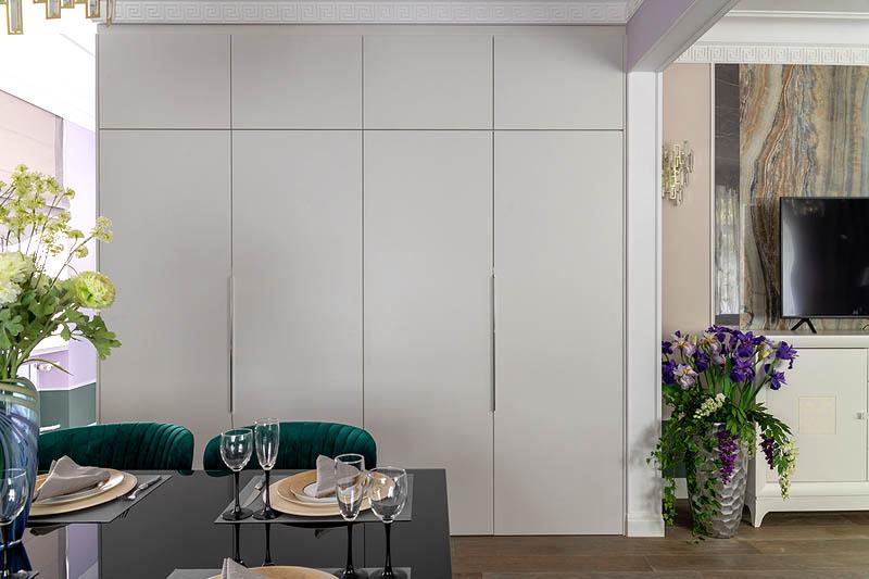 Встроенные шкафы практически незаметны в интерьере