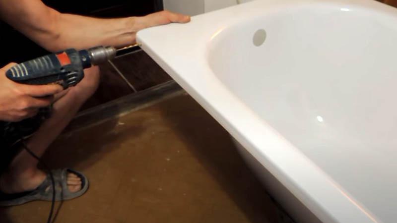 Подготовка ванны для крепления к стене