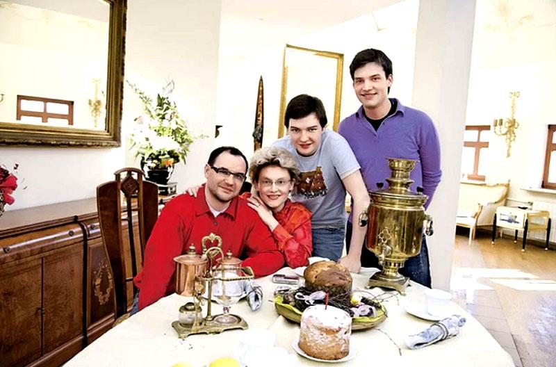 Вся мебель в доме изготовлена в Италии по индивидуальным эскизам дизайнеров