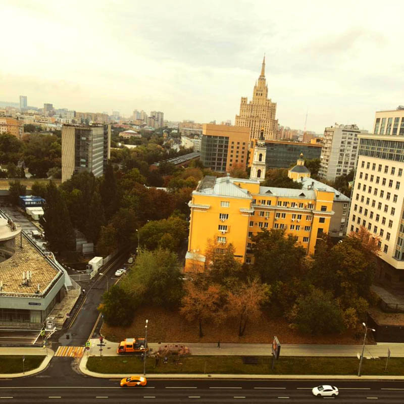 Из окна открывается чудесный вид на Москву