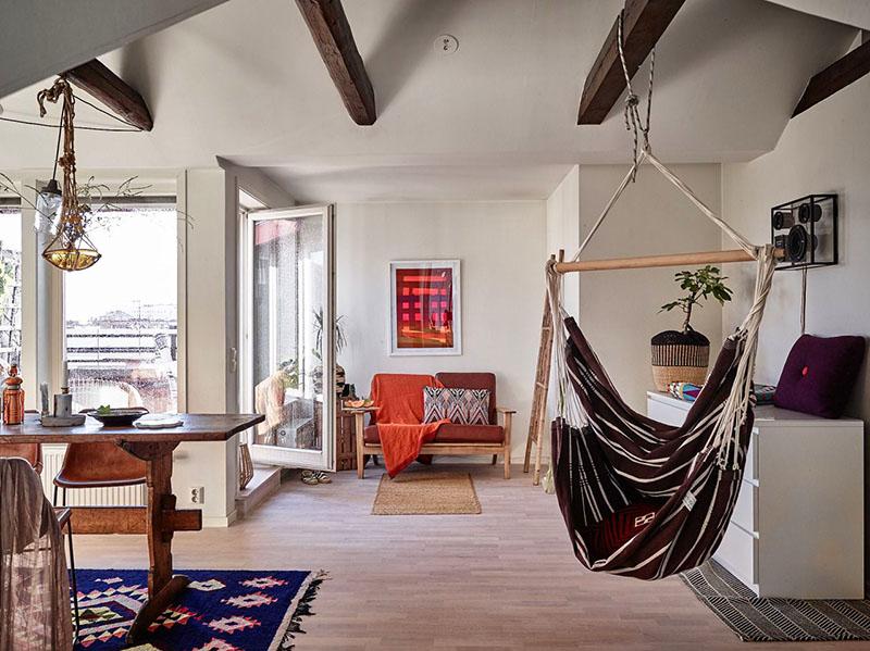 Используя гамак, можно освободить комнату от громоздких кресел или пуфиков