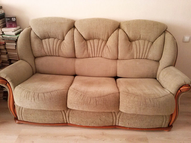 Заранее решите, какие предметы мебели вы будете обновлять и подберите обивку так, чтобы она сочеталась с окружающей обстановкой
