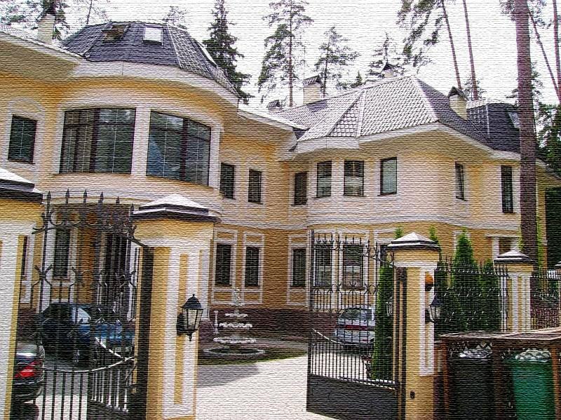Гостей дома встречает многоярусный фонтан