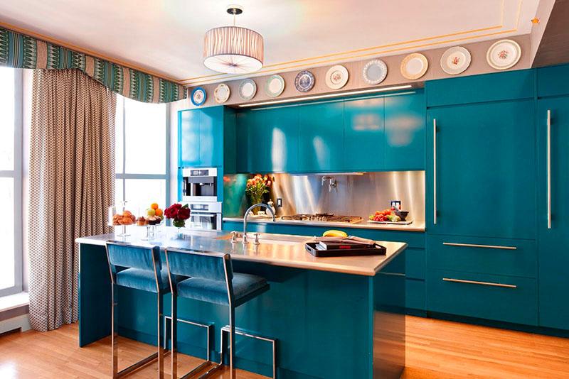Выбирая цвет, лучше всего учитывать мнение человека, который будет проводить на кухне много времени и готовить завтраки, обеды и ужины для всей семьи