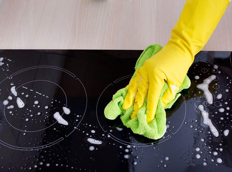 Нельзя использовать для очистки бумажные салфетки, поскольку они оставляют микротрещинки на покрытии