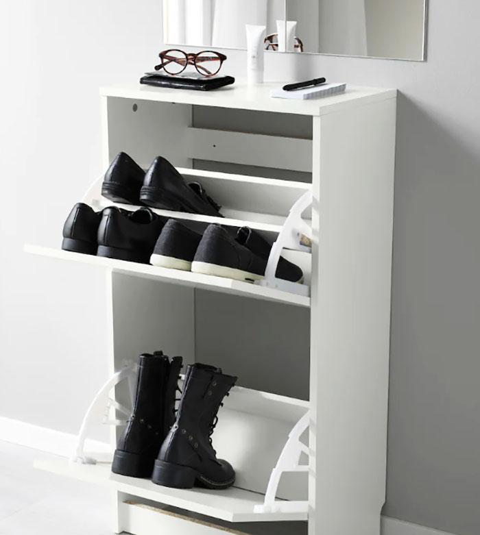 Галошница вмещает 8 пар обуви, и её можно прикрепить к стене
